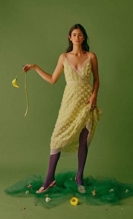 Vestido Coven, anéis Brennheisen, meias Hope e sapatos Gucci Foto: Mar+Vin