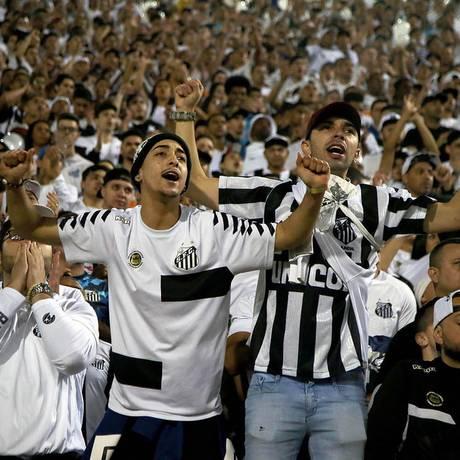 A torcida do Santos esgotou os ingressos postos à venda em três partidas consecutivas na Vila Belmiro Foto: Pedro Ernesto Guerra Azevedo / Santos FC