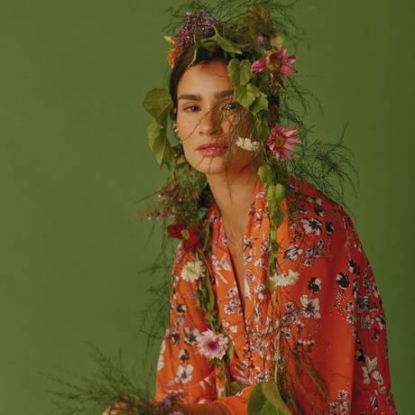 Carol Ribeiro usa vestido Amissima e brincos Andrea Conti Foto: Fotos: Mar+Vin