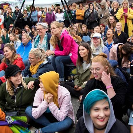 Mulheres em festival de música exclusivamente feminino na Suécia Foto: TT NEWS AGENCY / REUTERS