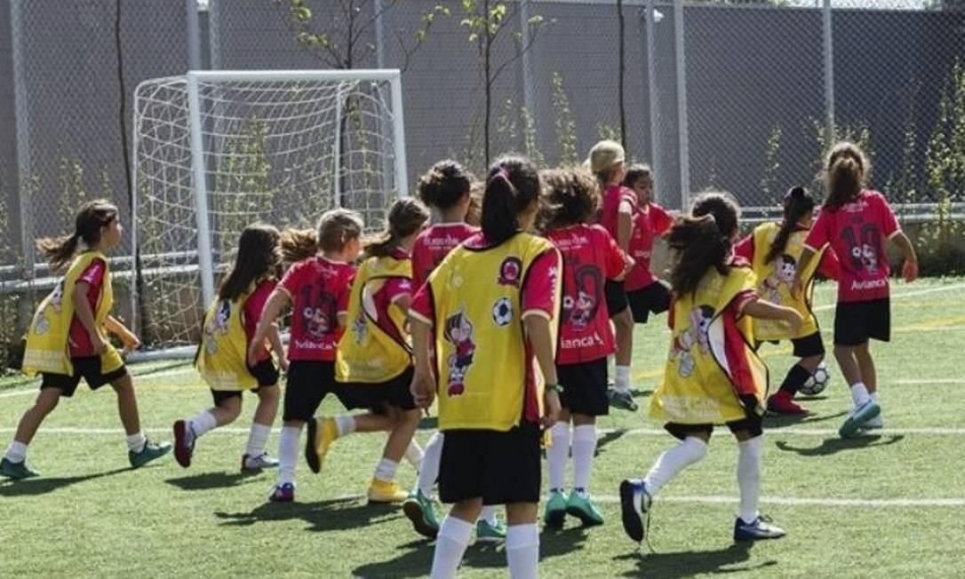 Jogadoras de 6 a 14 anos podem participar do projeto #DonasDaRua Foto: Divulgação / Divulgação