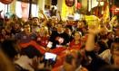 Fernando Haddad e Gleisi Hoffmann participam de protesto em defesa de Lula em Cuitiba Foto: RODOLFO BUHRER / REUTERS