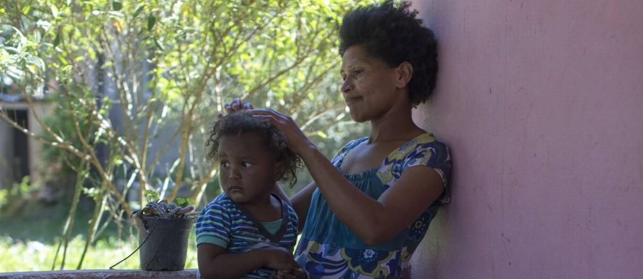 """Judith Dias mora na comunidade quilombola de São Pedro, com seu marido e cinco filhos: """"Meu sonho é continuar aqui"""", diz ela Foto: Edilson Dantas"""