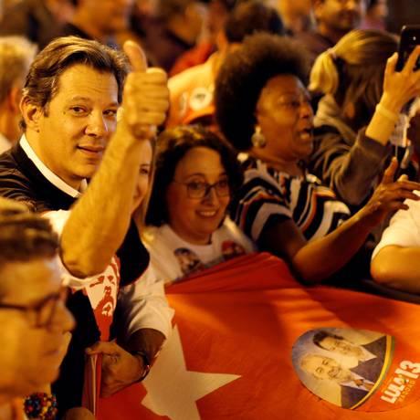 Haddad participa de protesto a favor de Lula em Curitiba, no dia 31 de agosto Foto: RODOLFO BUHRER / REUTERS