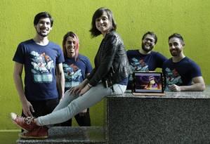 Camilla Slotfeldt (ao centro) é uma das criadores da BitCake: empresa passou por aceleradora da Estônia, focada em jogos Foto: Gustavo Miranda / Agência O Globo