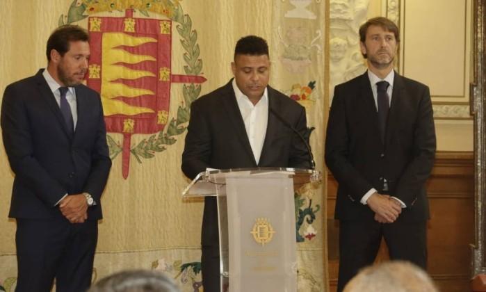 xronaldo valla.jpg.pagespeed.ic.ujrHvHURp2 - Ronaldo Fenômeno é apresentado como novo dono de time da primeira divisão espanhola