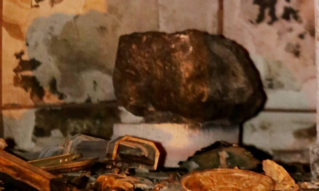 Resistente a altas temperaturas, meteorito do Museu Nacional fica intacto após incêndio Foto: Fabio Gonçalves / Agência O Globo