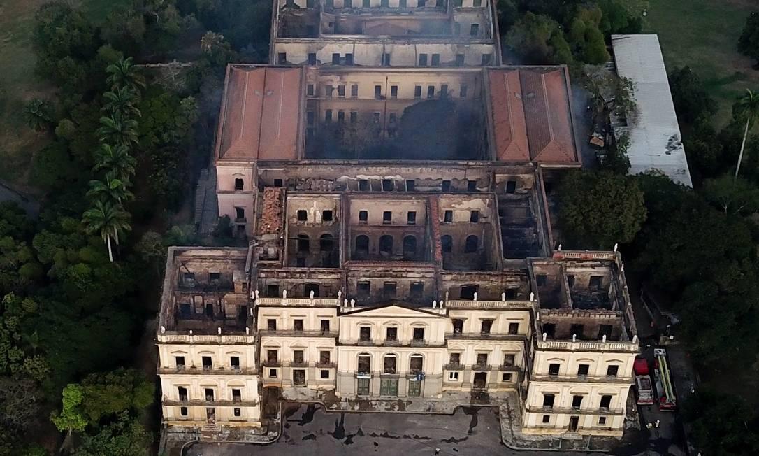 Visão aérea da destruição do prédio do Museu Nacional na Quinta da Boa Vista Foto: Custódio Coimbra