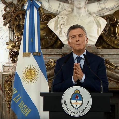 O presidente da Argentina, Mauricio Macri, falando à nação durante uma mensagem televisionada para anunciar o novo pacote de medidas econômicas, que inclui o corte de ministérios Foto: HO / AFP