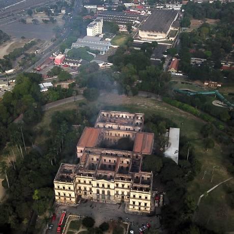 Vista aérea do Museu Nacional no dia seguinte ao incêndio Foto: Custódio Coimbra / Agência O Globo