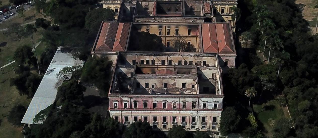 Museu Nacional, na Quinta da Boa Vista, destruído após incêncio na noite de domingo Foto: Custódio Coimbra / Agência O Globo