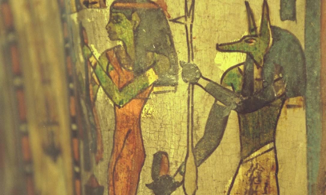 Detalhe do sarcófago da múmia Sha-amon-men-su Foto: Michel Filho / Agência O GLOBO