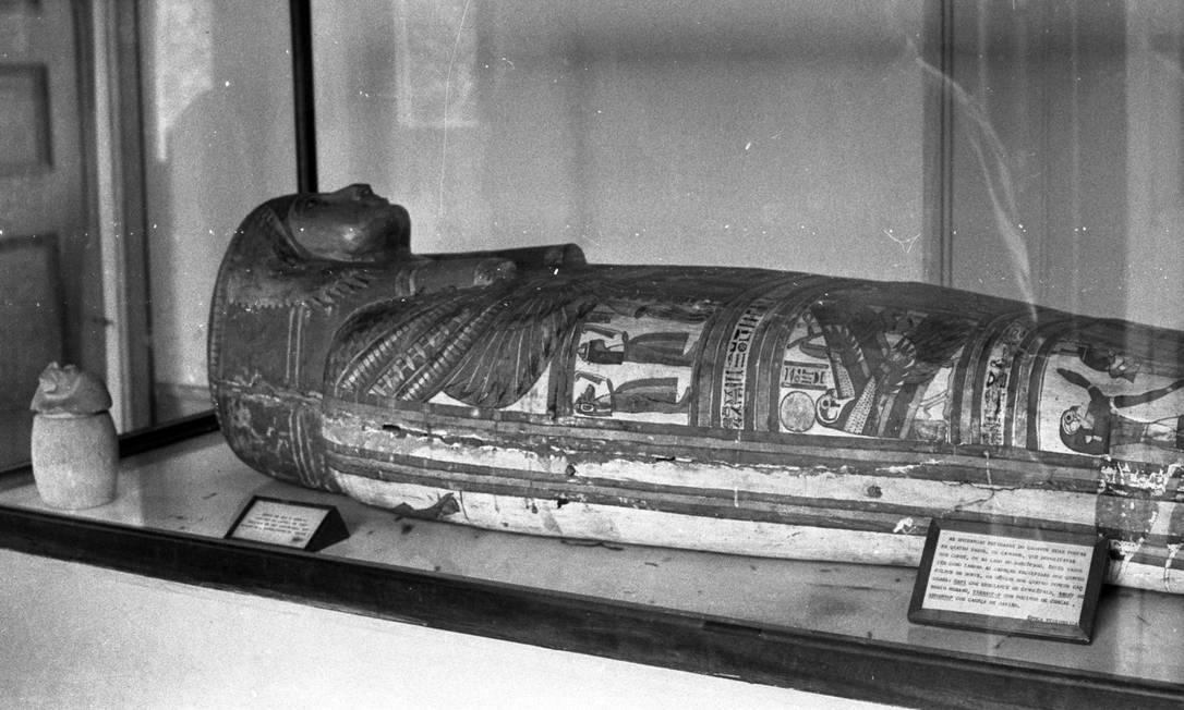 Múmia de uma jovem egípcia, em registro da década de 1960 Foto: Agência O Globo Agência O Globo
