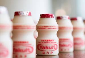 Garrafinhas do leite fermentado Yakult Foto: Justin Chin / Bloomberg News