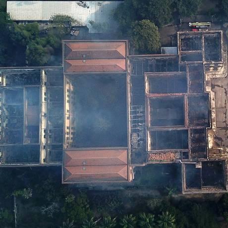 Incêncio destrói Museu Nacional na Quinta da Boa Vista Foto: Custódio Coimbra / Agência O Globo