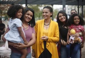 Marina Silva faz campanha no largo da Bata, em São Paulo Foto: Marcos Alves / Agência O Globo