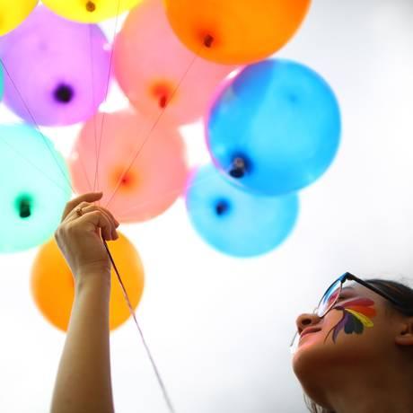 Membro da comunidade LGBT em parada do orgulho gay Foto: GOPEN RAI / AFP