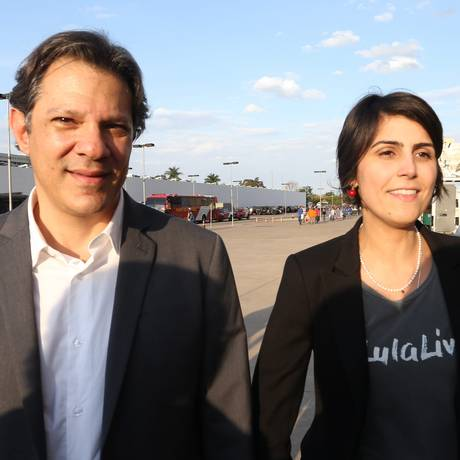 Fernando Haddad e Manuela D'ávila, durante registro da candidatura de Lula no TSE Foto: Ailton de Freitas / Agência O Globo (15/08/2018)