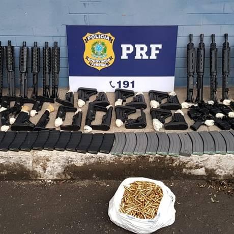 Os fuzis apreendidos pela PRF Foto: Polícia Rodoviária Federal / Divulgação