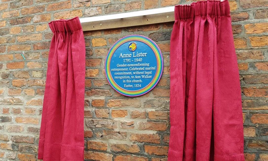 Momento de inauguração da placa, em julho deste ano Foto: Holy TrinityYork/ Reprodução Twitter
