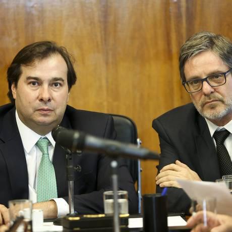 O presidente da Câmara, Rodrigo Maia, e o reitor da UFRJ, Roberto Leher, durante reunião Foto: Marcelo Camargo/Agência Brasil