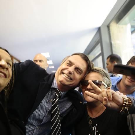 Jair Bolsonaro no corredor da Câmara dos Deputados Foto: Jorge William/Agência O Globo