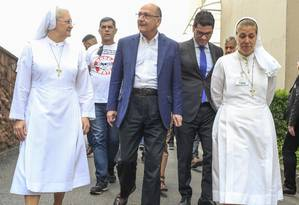 Geraldo Alckmin visita hospital Santa Marcelina, em São Paulo Foto: Edilson Dantas / Agência O Globo