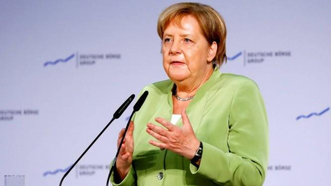 A iniciativa segue a promessa da chanceler alemã Angela Merkel (foto) de coibir grandes empresas de internet dos EUA Foto: KAI PFAFFENBACH / REUTERS