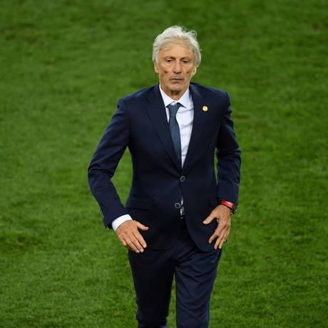 José Pekerman durante a eliminação da Colômbia para a Inglaterra na Copa da Rússia Foto: FRANCISCO LEONG / AFP
