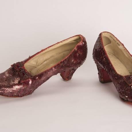 Sapatos utilizados pela atriz durante as gravações Foto: Reprodução/FBI