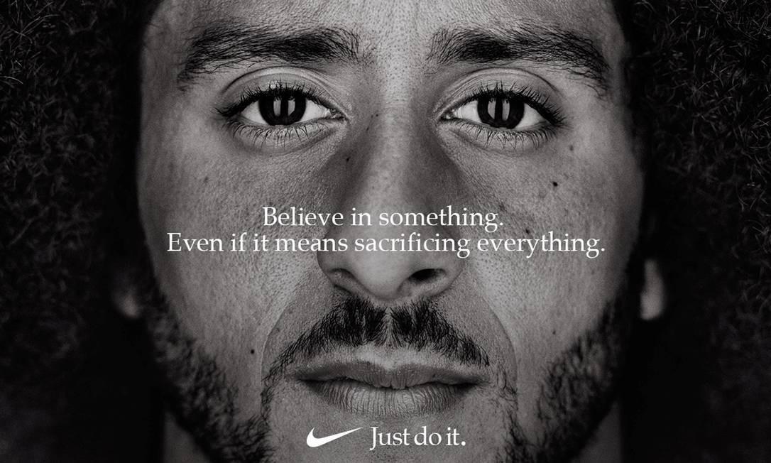 """Colin Kaepernick, na propaganda da Nike em comemoração aos 30 anos do slogan """"Just Do It"""" Foto: HANDOUT / REUTERS"""
