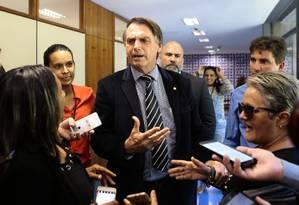 Jair Bolsonaro, durante entrevista na Câmara Foto: Jorge William / Agência O Globo