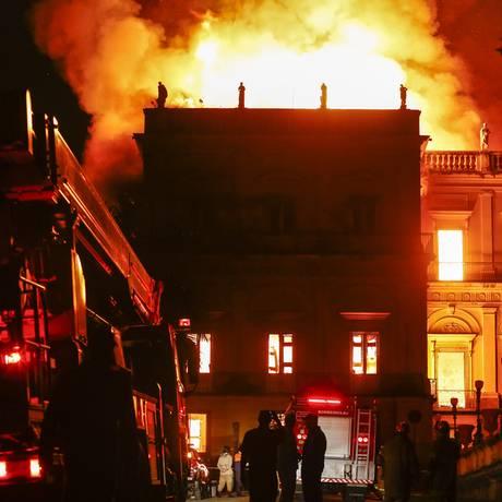 O Museu Nacional sendo destruído por um grande incêndio, no dia 2 de setembro Foto: Uanderson Fernandes / Agência O Globo