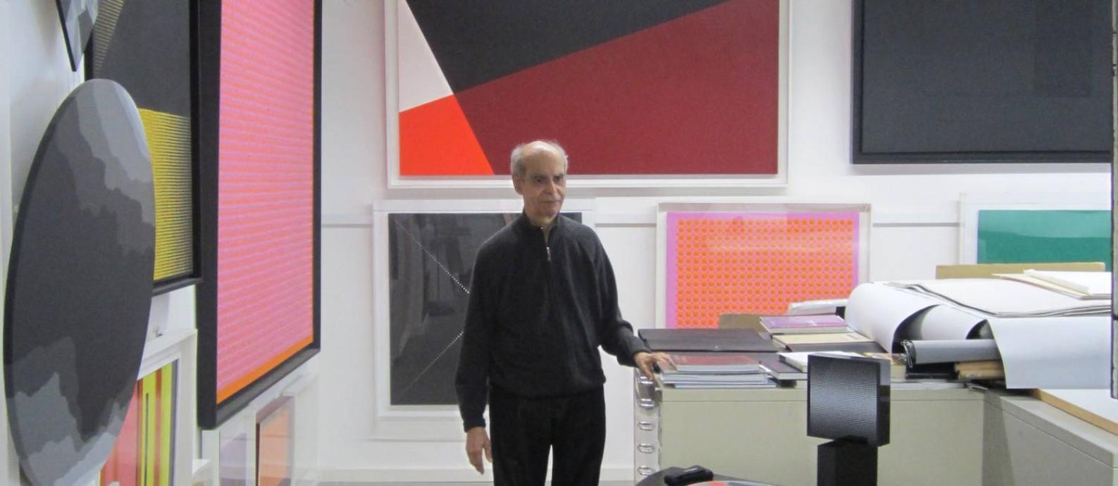 O artista plástico Almir Mavignier em seu ateliê em Hamburgo, na Alemanha Foto: Divulgação