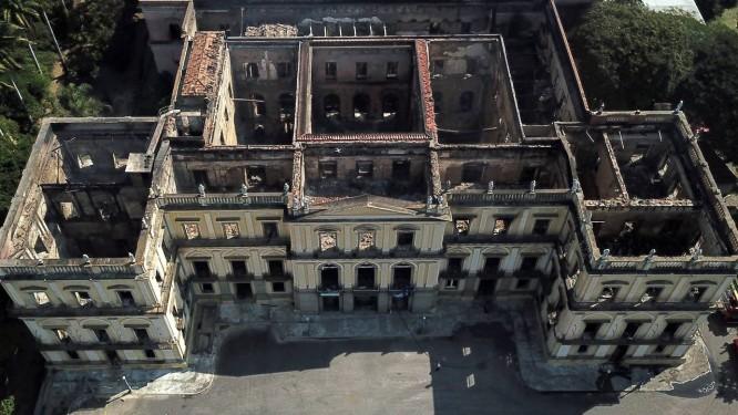 Incêndio destruíu grande parte do Museu Nacional Foto: Custódio Coimbra / Agência O Globo
