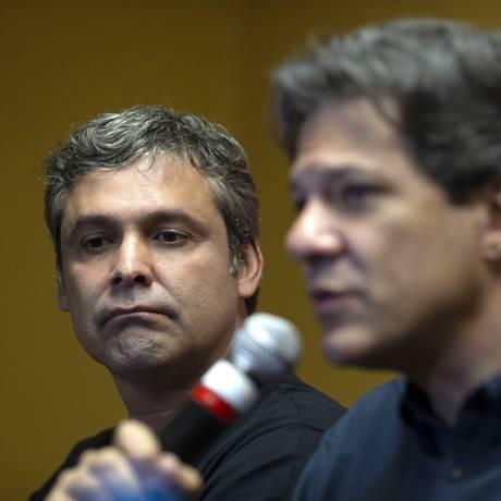 Lindbergh Farias e Fernando Haddad falam em entrevista coletiva em SP Foto: MAURO PIMENTEL 28-08-2018 / AFP