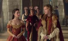 Cena da série Reign; personagens de Mary Stuart e Francis Valois antes da coroação como rainha e rei da França, no século XVI Foto: Reprodução