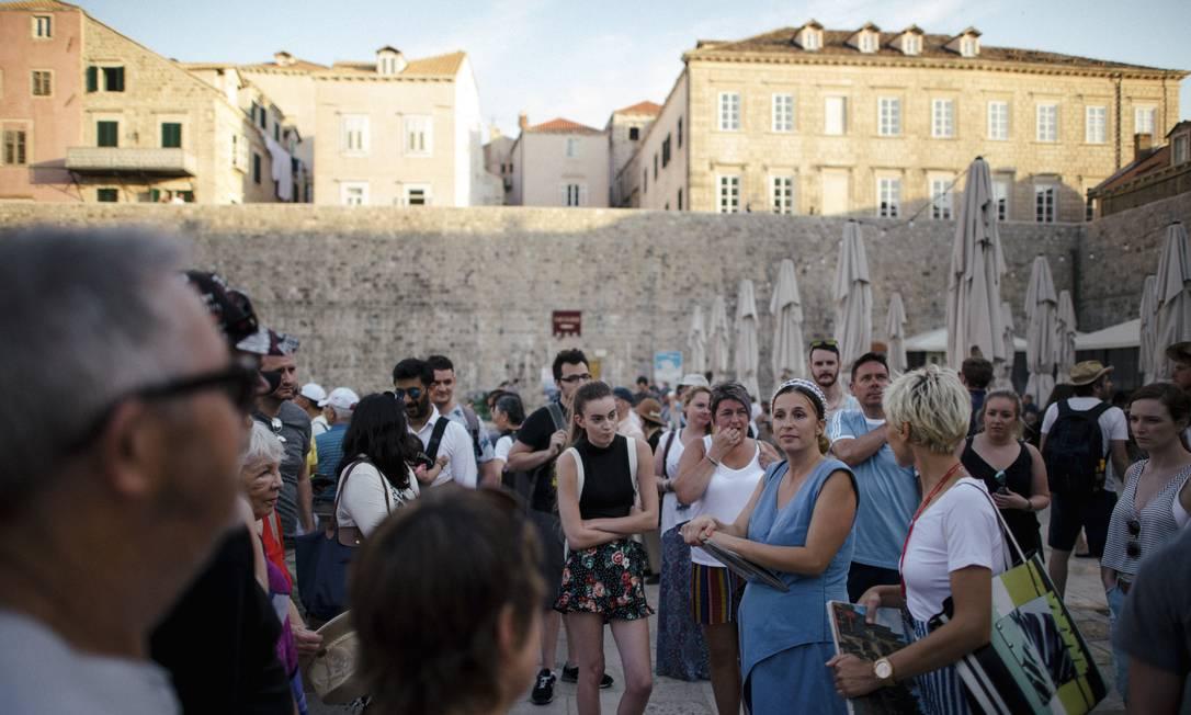 Katja Seref faz turnês por Dubrovnik, na Croácia, fantasiada como uma personagem de 'Game of thrones' Foto: DMITRY KOSTYUKOV / NYT