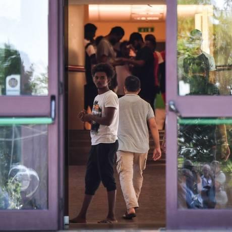 Imigrantes dentro de centro de acolhimento da igreja em Rocca di Papa, perto de Roma Foto: ANDREAS SOLARO / AFP