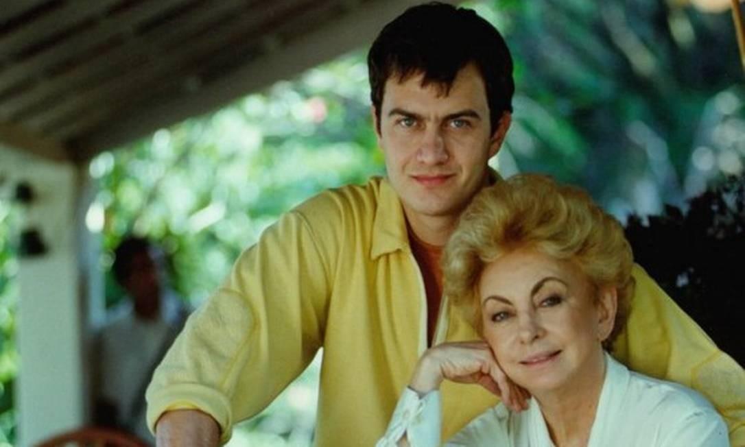 Com Gabriel Braga Nunes durante as filmagens da novela 'Anjo mau', de 1997 TV Globo