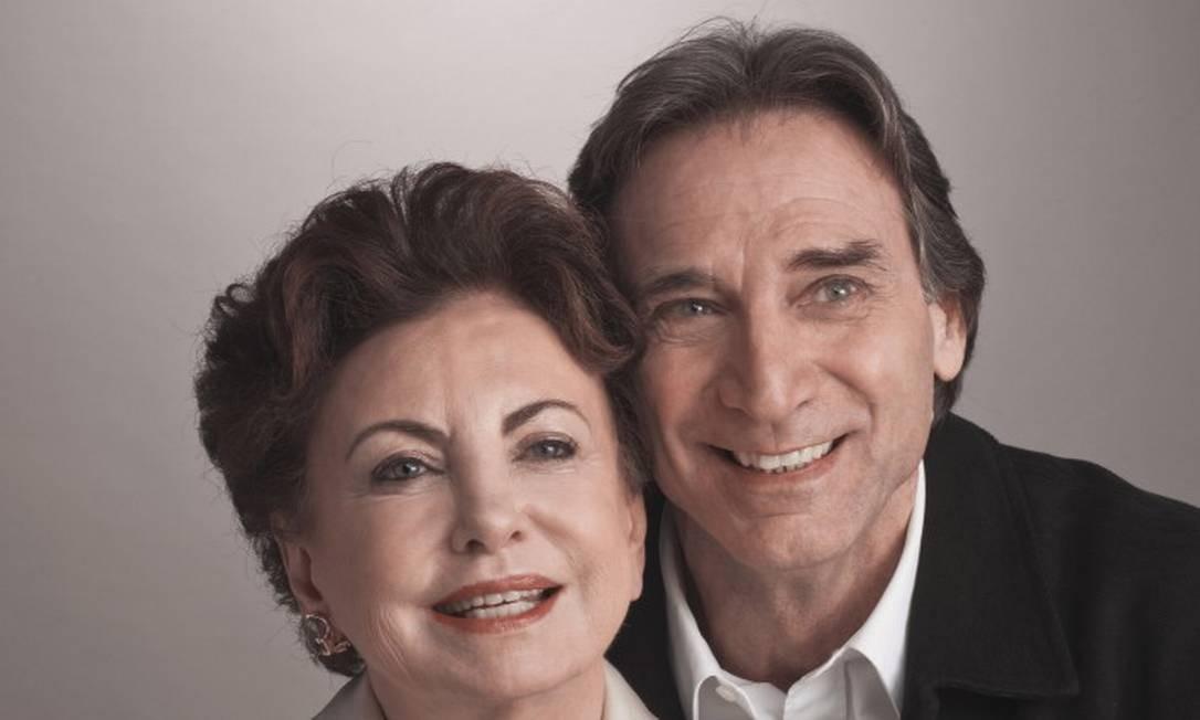 A atriz com Herson Capri, com quem fez a peça 'Conversando com a mamãe' Foto: Nana Moraes / Divulgação