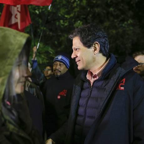 Fernando Haddad visitou porta de fábricas no ABC Foto: Edilson Dantas / Agência O Globo