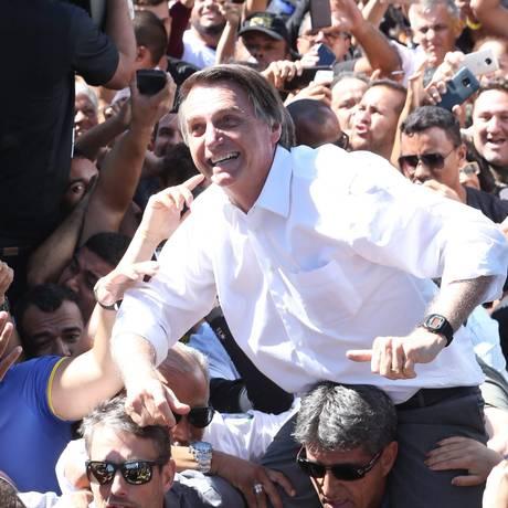 Jair Bolsonaro participa de carreata entre Ceilândia e Taguatinga Foto: Givaldo Barbosa / Agência O Globo