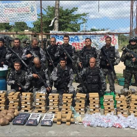 Droga foi apreendida no Complexo do Salgueiro Foto: Divulgação/Polícia Militar