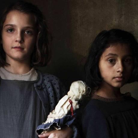 Elisa Del Genio, como Lenu, e Ludovica Nasti, como Lila, na série 'A amiga genial' Foto: Divulgação