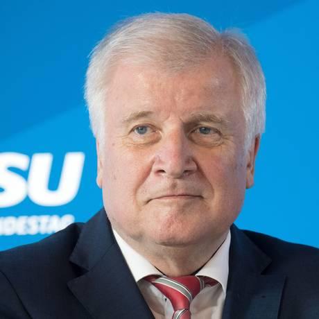 O ministro do Interior alemão, Horst Seehofer, em evento de seu partido, o CSU Foto: RALF HIRSCHBERGER / AFP