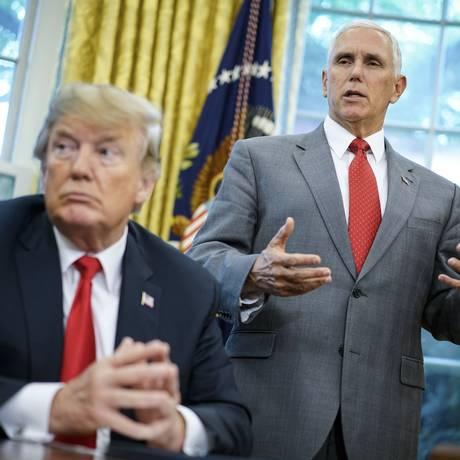 O vice-presidente Mike Pence com Trump: