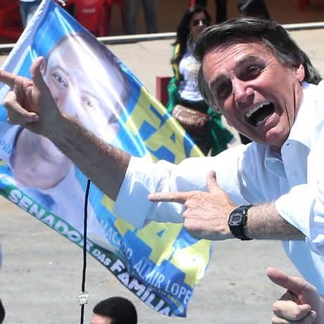 O candidato a presidente da República, Jair Bolsonaro, durante campanha em Brasília Foto: Givaldo Barbosa / Agência O Globo