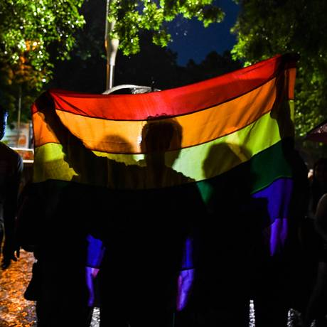 Em Nova Délhi, indianos comemoram decisão pela descriminalização das relações homossexuais, nesta quinta-feira, dia 6 Foto: CHANDAN KHANNA / AFP