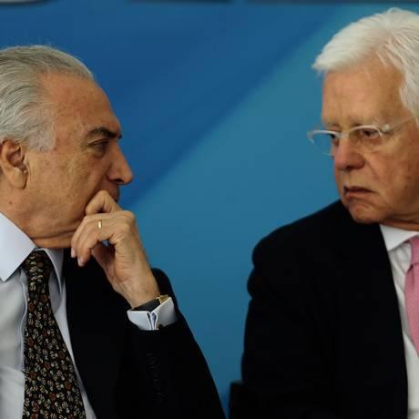 O presidente Michel Temer e o ministro de Minas e Energia, Moreira Franco Foto: Jorge William/Agência O Globo/28-05-2018